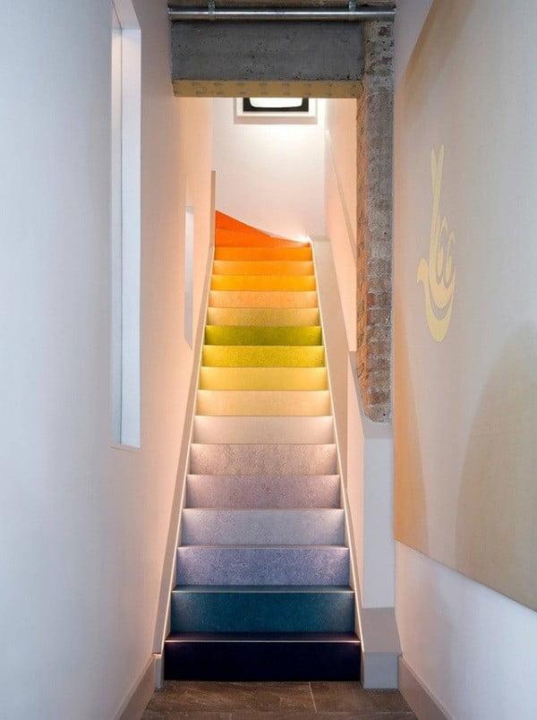 xây dựng nhà đẹp cầu thang nhiều màu